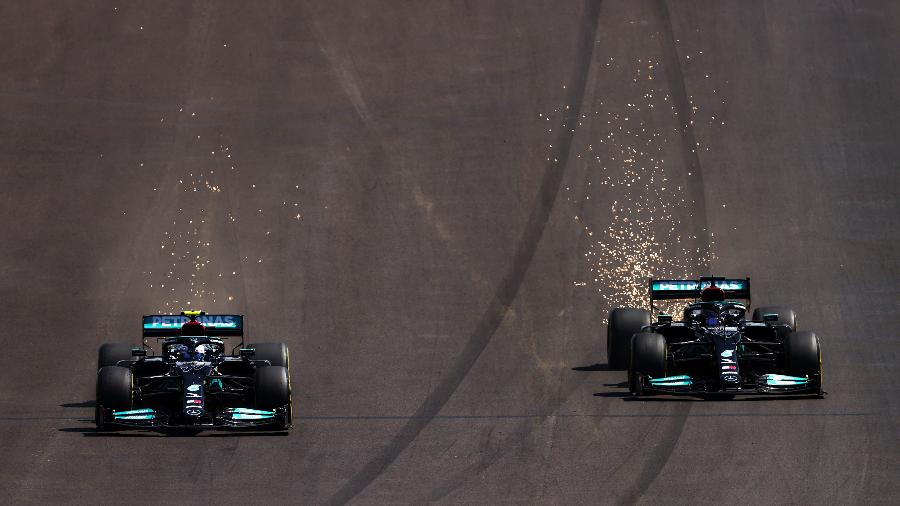Lewis Hamilton faz ultrapassagem sobre Valtteri Bottas no GP de Portugal - Dan Istitene - Formula 1/Formula 1 via Getty Images