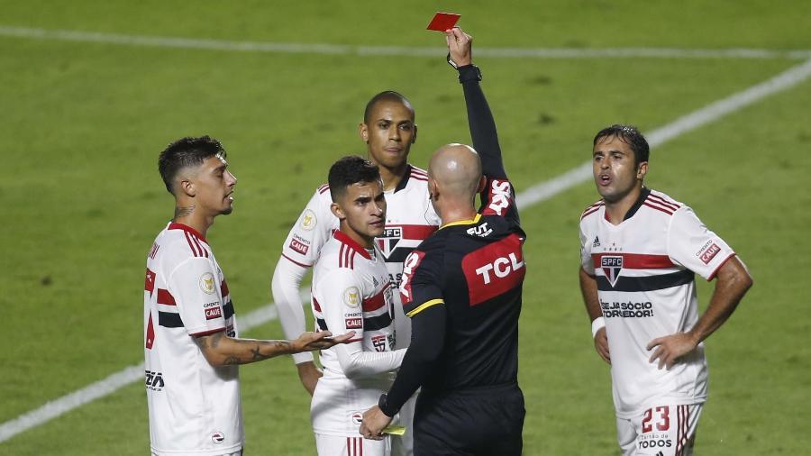 Rodrigo Nestor é expulso em partida do São Paulo contra a Chapecoense - FERNANDO ROBERTO/UAI FOTO/ESTADÃO CONTEÚD