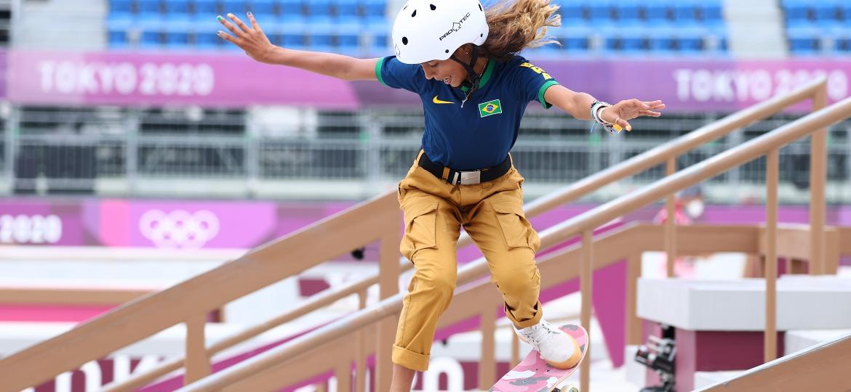Rayssa Leal, medalhista no skate nas Olimpíadas de Tóquio, dita tendência de moda - LUCY NICHOLSON/REUTERS