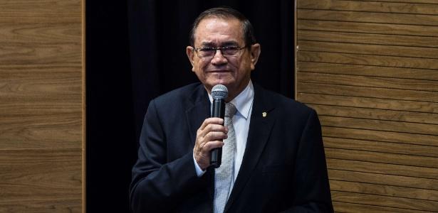 Coronel Nunes discursa na sede da CBF