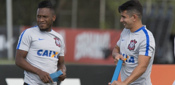 Contratado para o lugar de Ralf, Willians (à esquerda) é novo volante do Corinthians