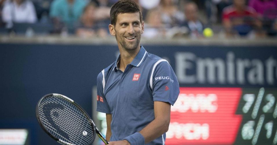 Djokovic sorri durante partida do Masters 1000 do Canadá
