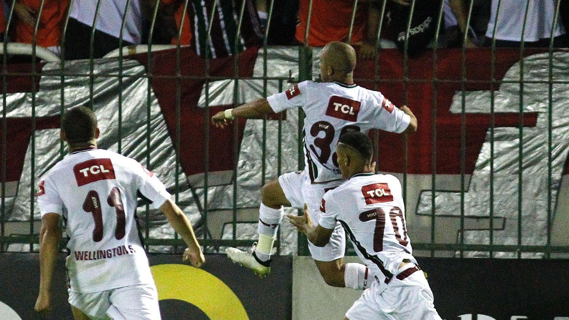 Marcos Júnior comemora gol do Fluminense contra o Flamengo