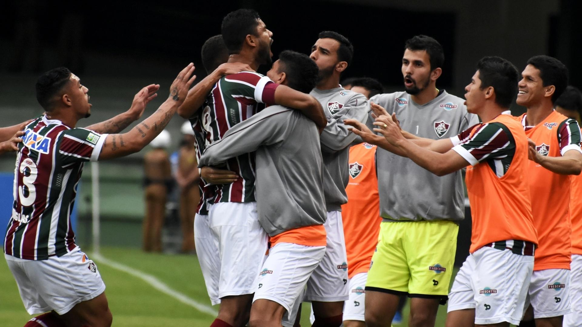 Gum abre o placar para o Fluminense contra o Coritiba