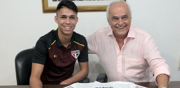 Luiz Araújo ao lado do presidente Leco