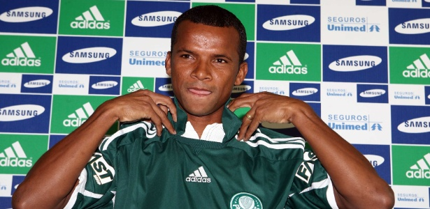 O lateral direito Vítor em sua apresentação no Palmeiras, em 2010