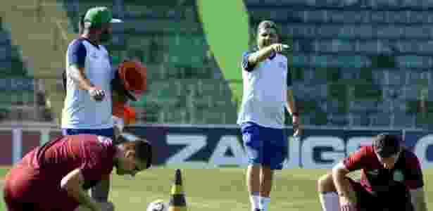 Técnico Marcelo Cabo comanda seu treino pelo Guarani - Divulgação/Guarani F.C.