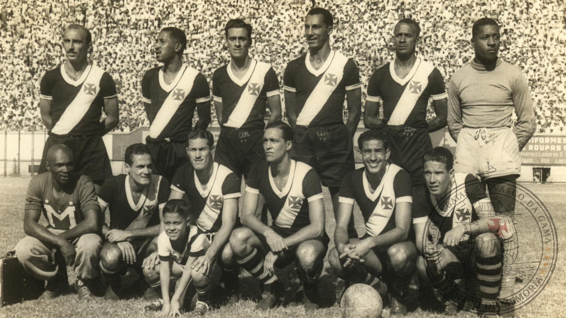 Alfredo II (quinto em pé), na época em que jogava no Vasco