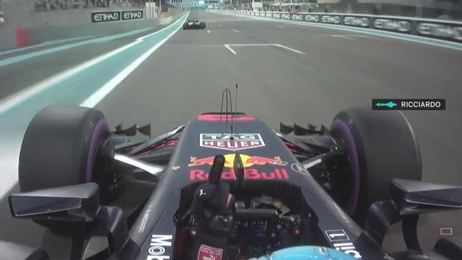 Ricciardo mostra o dedo médio para Grosjean em treino livre para o GP de Abu Dhabi - Reprodução de TV