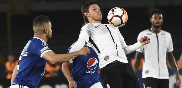 Romero em ação pelo Corinthians na Colômbia: empate sem gols na estreia