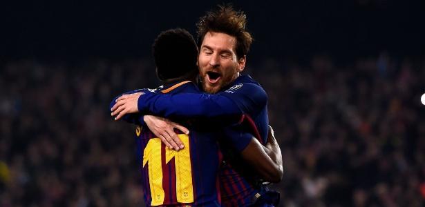 Messi comemora com Dembélé o segundo gol do Barça sobre o Chelsea