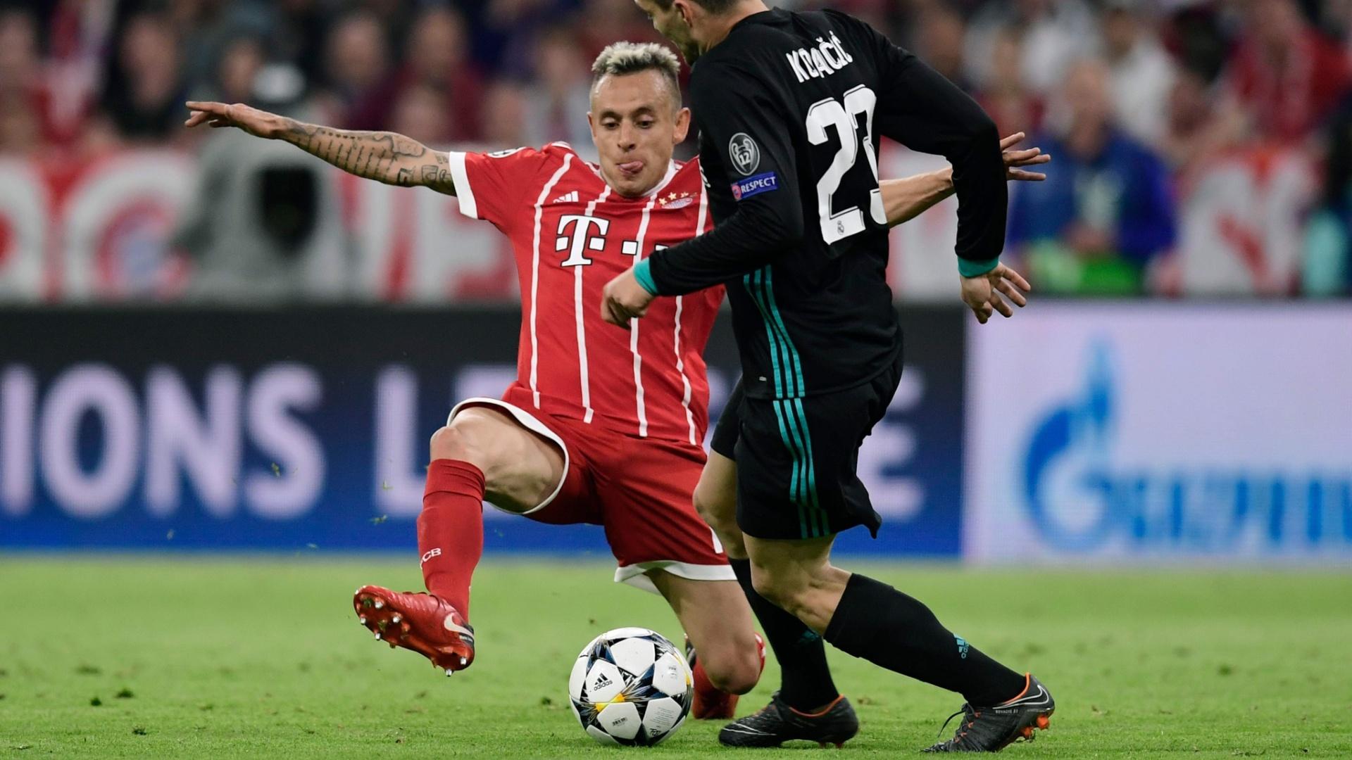 Rafinha, do Bayern, tenta desarme em Kovacic