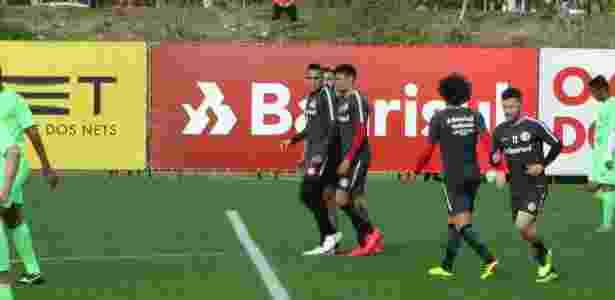 Jonatan Alvez comemora gol no jogo-treino do Inter contra o Avenida - Marinnho Saldanha/UOL - Marinnho Saldanha/UOL