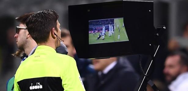 Itália fez balanço positivo do VAR, mas alemães não ficaram tão felizes com o vídeo - AFP PHOTO / MARCO BERTORELLO