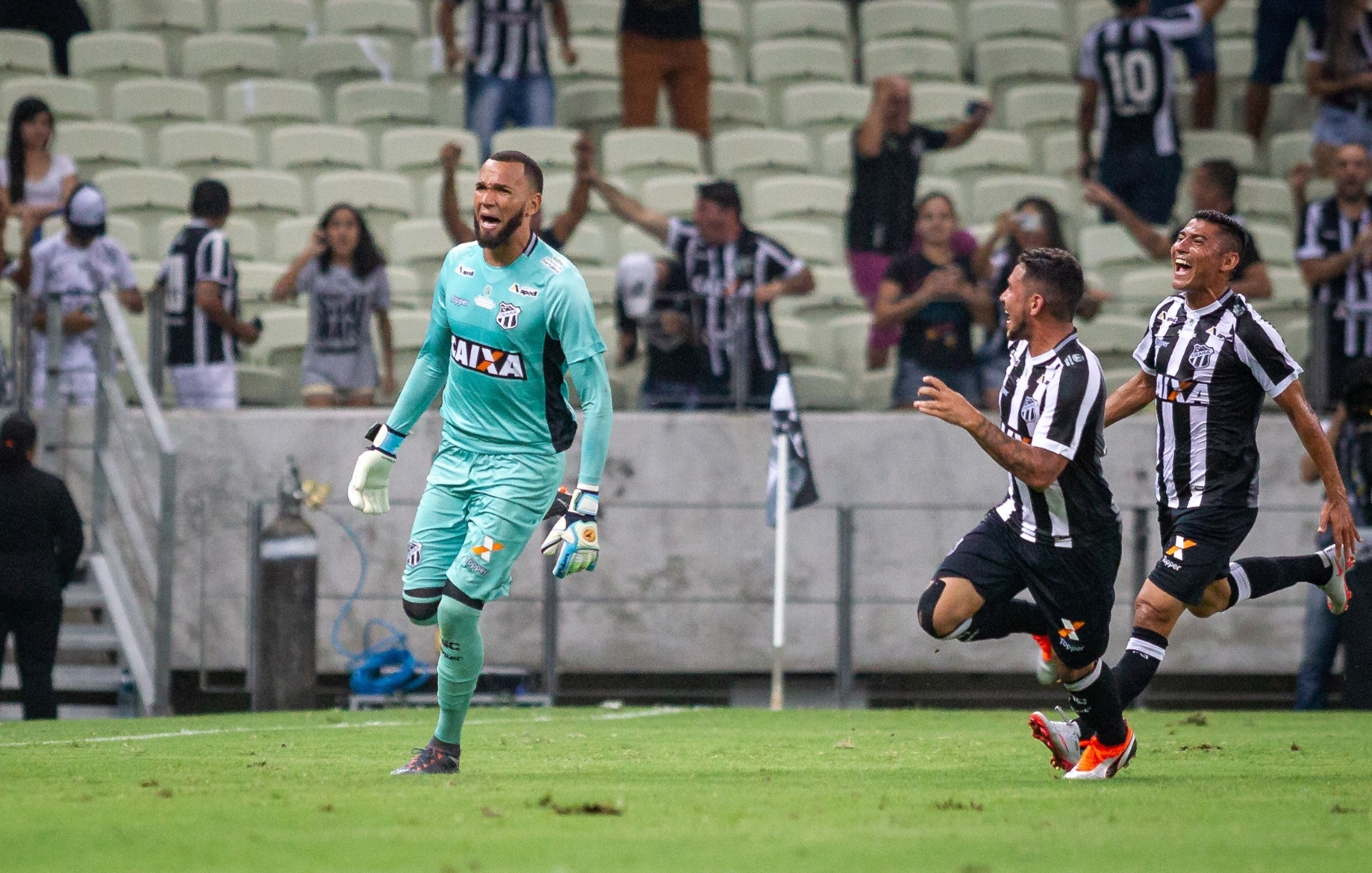 eea9a6c813 Santos acerta contratação de goleiro Everson por R  4 milhões - Esporte -  BOL