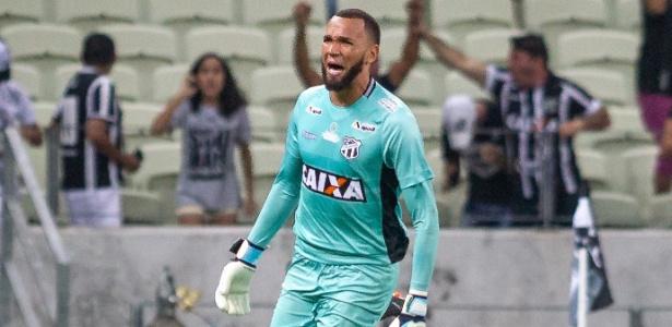 9ba37a51a1 Santos anuncia a contratação do goleiro Éverson por 4 anos. Stephan  Eilert AGIF