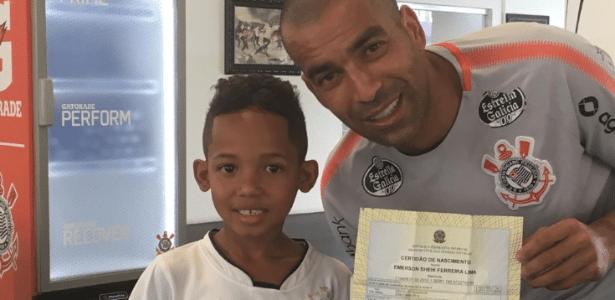 Atacante conheceu Emerson Sheik Ferreira Lima, batizado em sua homenagem