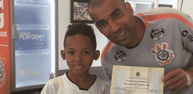 Atacante conheceu Emerson Sheik Ferreira Lima, batizado em sua homenagem - Dvulgação/SC Corinthians Pta