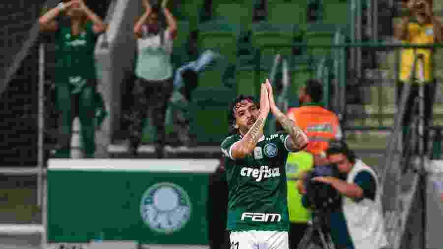 Ricardo Goulart agradece torcida do Palmeiras após jogo no Allianz Parque - Ale Cabral/AGIF