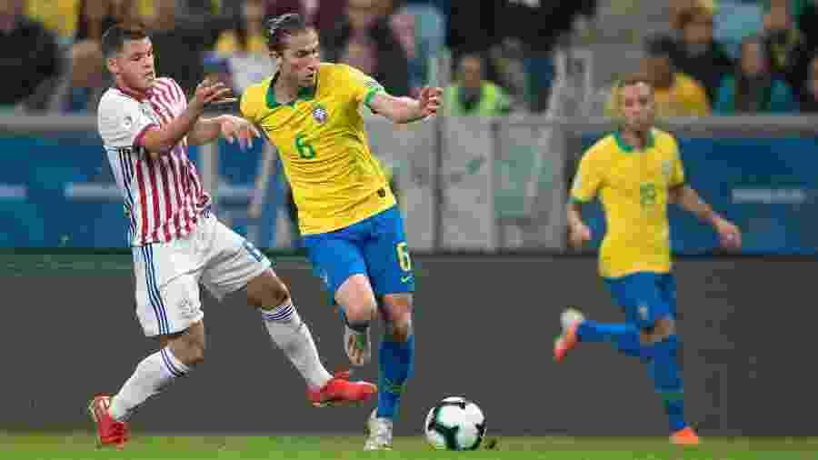 Filipe Luís em jogo da seleção brasileira contra o Paraguai na Copa América - Lucas Figueiredo/CBF
