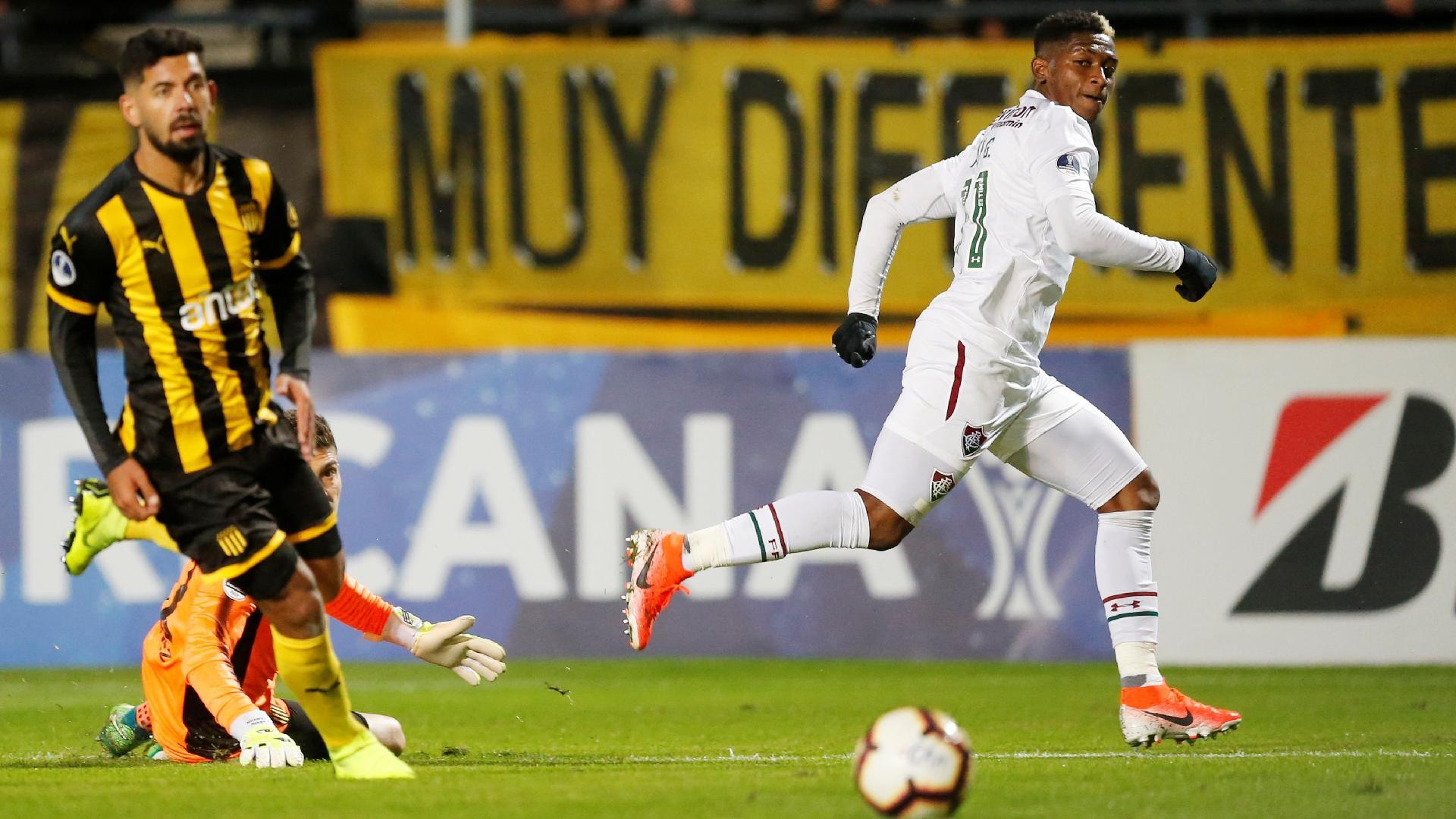 Yony comemora segundo gol do Fluminense contra o Peñarol