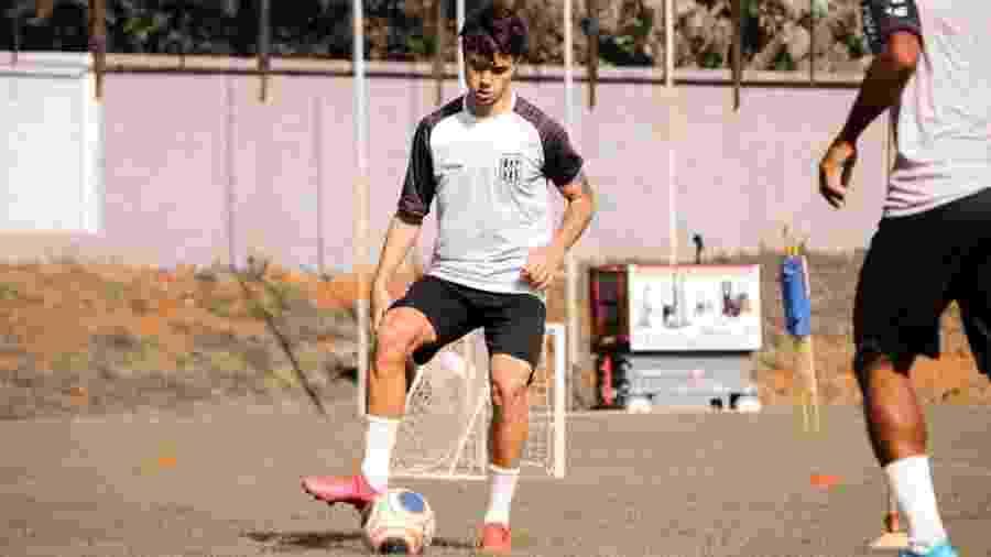 Vinicius Zanocelo tem 19 anos, acumula convocação para a seleção brasileira sub-20 e virou titular recentemente - Divulgação/Ponte Preta