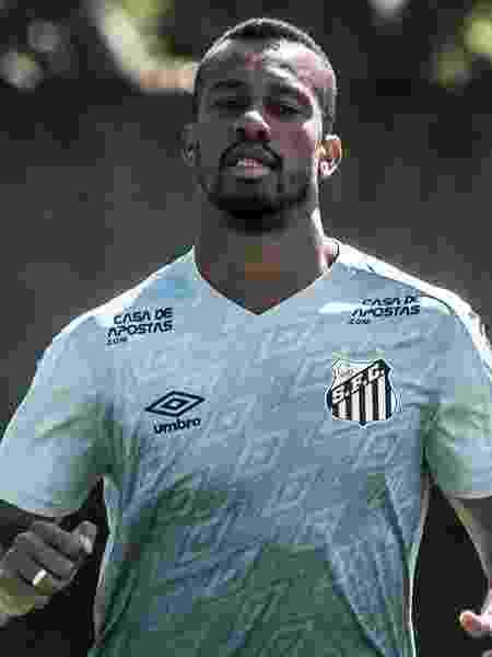 Copete treina no CT Rei Pelé sem poder atuar - Ivan Storti/Santos FC