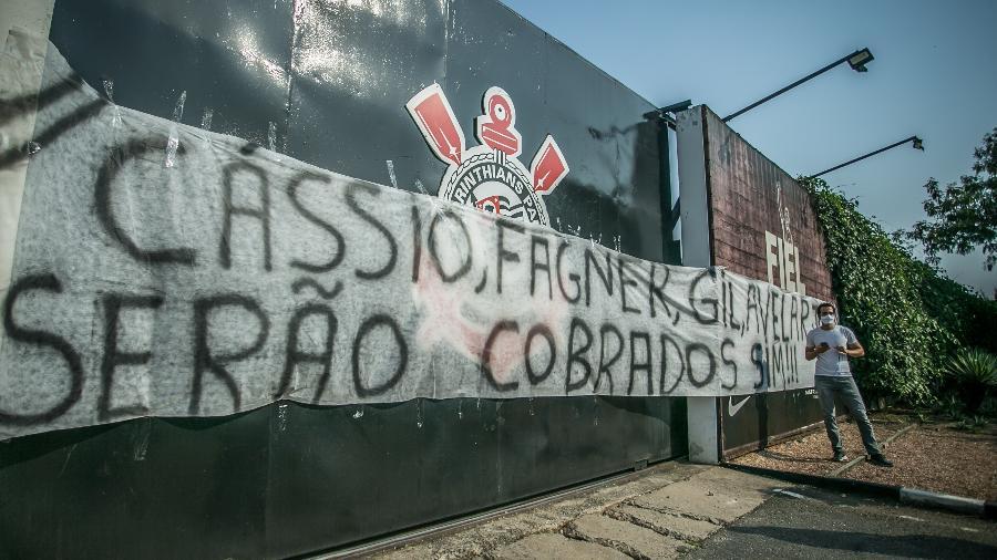 Cassio, Fagner, Gil e Avelar são alvos de protestos da torcida do Corinthians hoje (6), no CT Joaquim Grava - DANILO FERNANDES/ESTADÃO CONTEÚDO