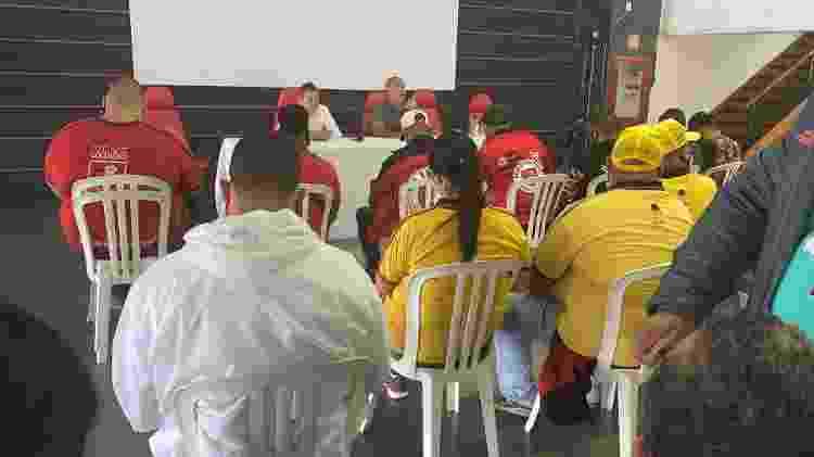 Integrantes de organizadas do Flamengo conversam com Braz e Spindel, em reunião na Gávea - Reprodução Twitter André Luis Valladas - Reprodução Twitter André Luis Valladas