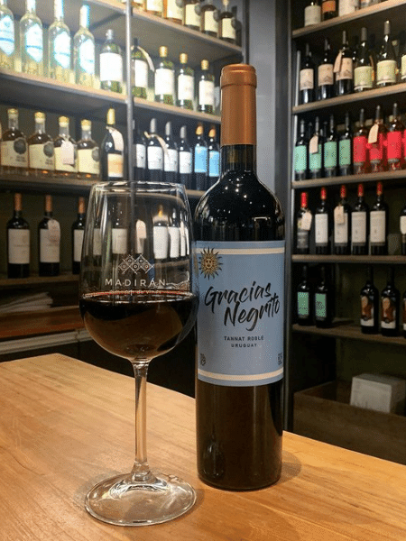 Vinho uruguaio ganhou rótulo com frase de Cavani - Reprodução