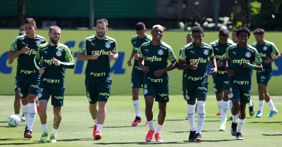Elenco do Palmeiras se reapresentou e treinou nesta terça (23), na Academia de Futebol