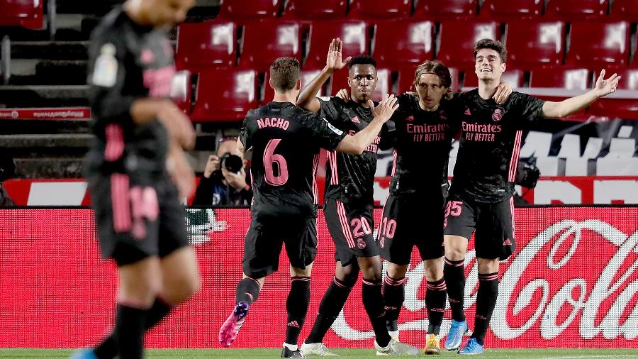 Jogadores do Real Madrid comemoram gol na partida contra o Granada, pelo Campeonato Espanhol - Getty Images