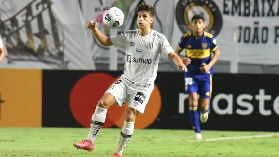 Gabriel Pirani em ação pelo Santos contra o Boca Juniors - Ivan Storti