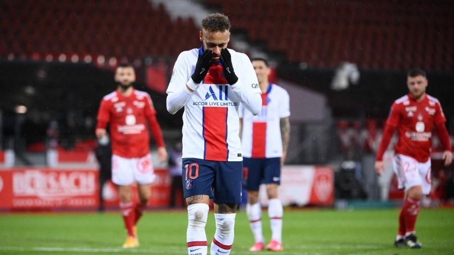 Neymar perde pênalti em jogo entre PSG e Brest, pelo Campeonato Francês - FRANCK FIFE / AFP