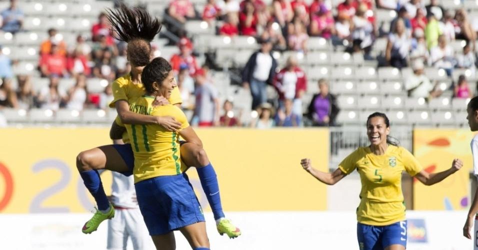 Jogadoras brasileiras comemoram gol de Cristiane contra o México na semifinal do Pan de Toronto