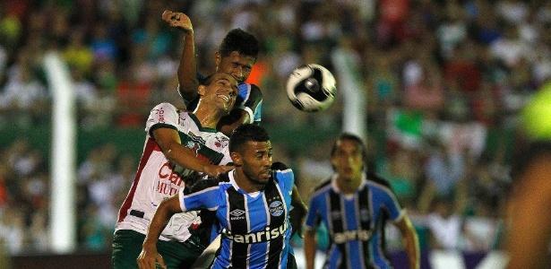 Bola aérea defensiva tem preocupado o Grêmio neste início de temporada