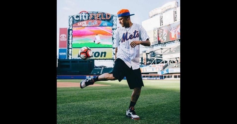 Neymar visitou o time de beisebol NY Mets