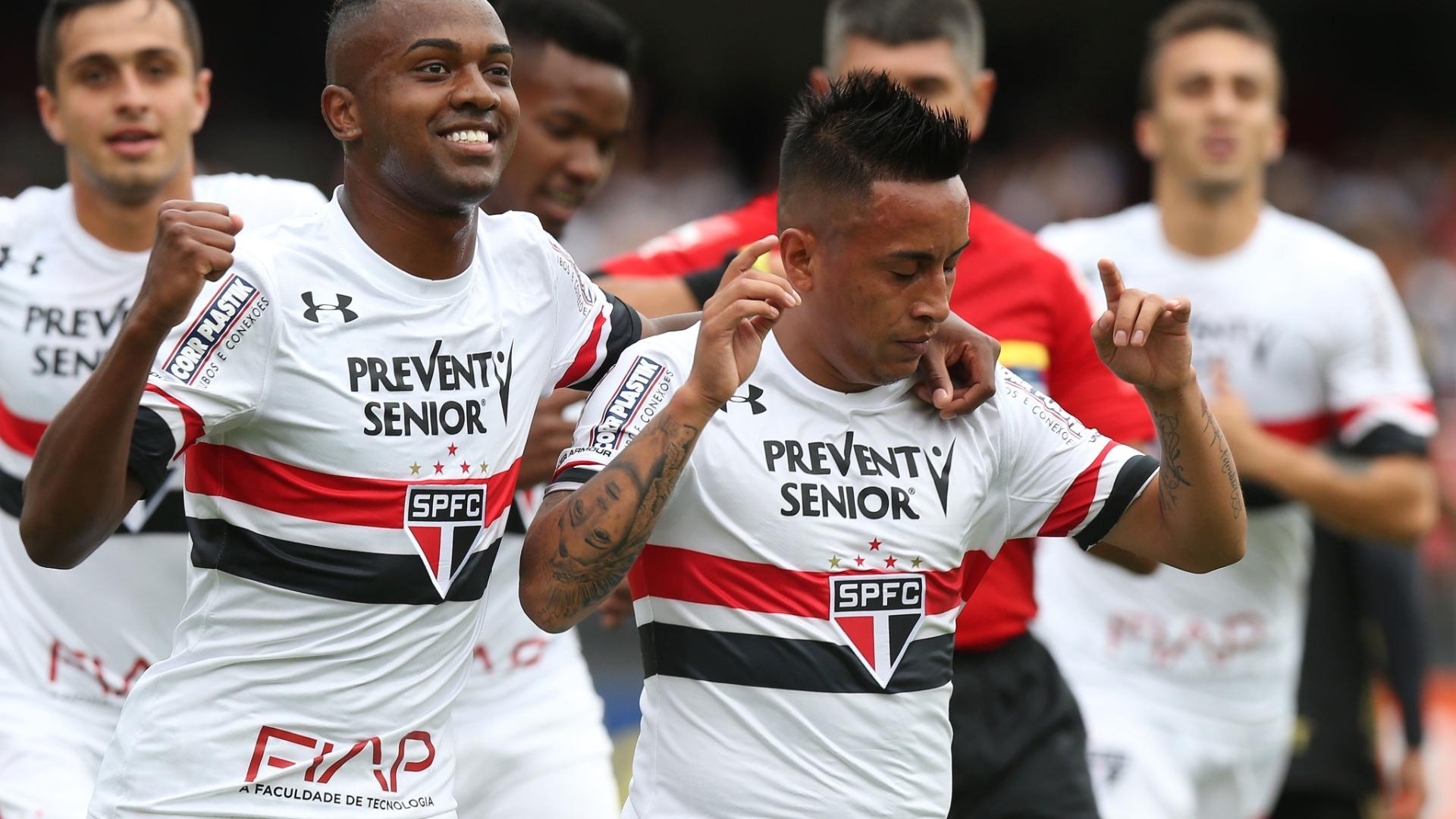 Cueva marca o primeiro gol do São Paulo contra a Ponte Preta