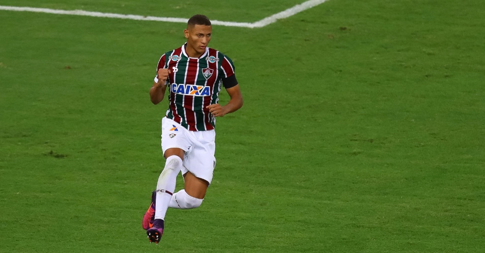 Richarlison comemora gol marcado pelo Fluminense contra o Vitória