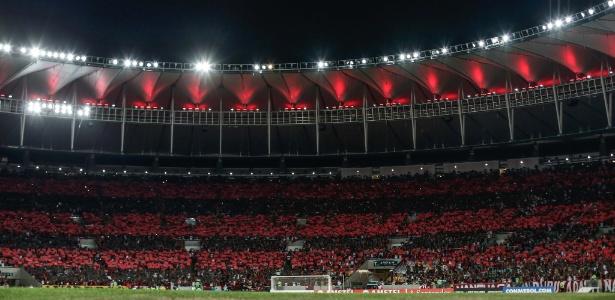 Mosaico da torcida do Flamengo no Maracanã: time pode deixar de jogar no estádio