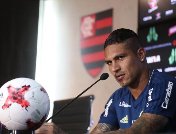 O atacante peruano Paolo Guerrero ainda tem a permanência no Flamengo indefinida