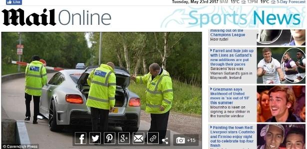 Jornal britânico Daily Mail mostra carro de jogador do Manchester United sendo revistado - Reprodução/Daily Mail