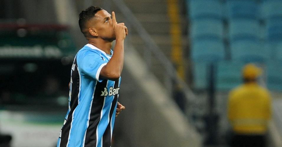 Pedro Rocha abriu o placar para o Grêmio contra o Coritiba em Porto Alegre