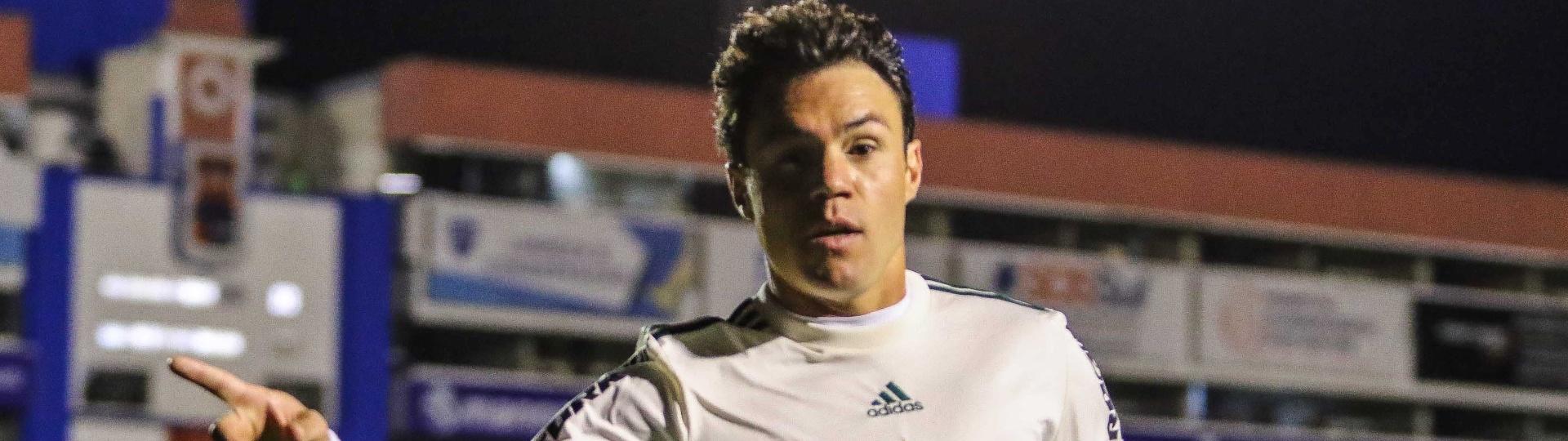 Kleber marcou duas vezes para o Coritiba contra o Vasco