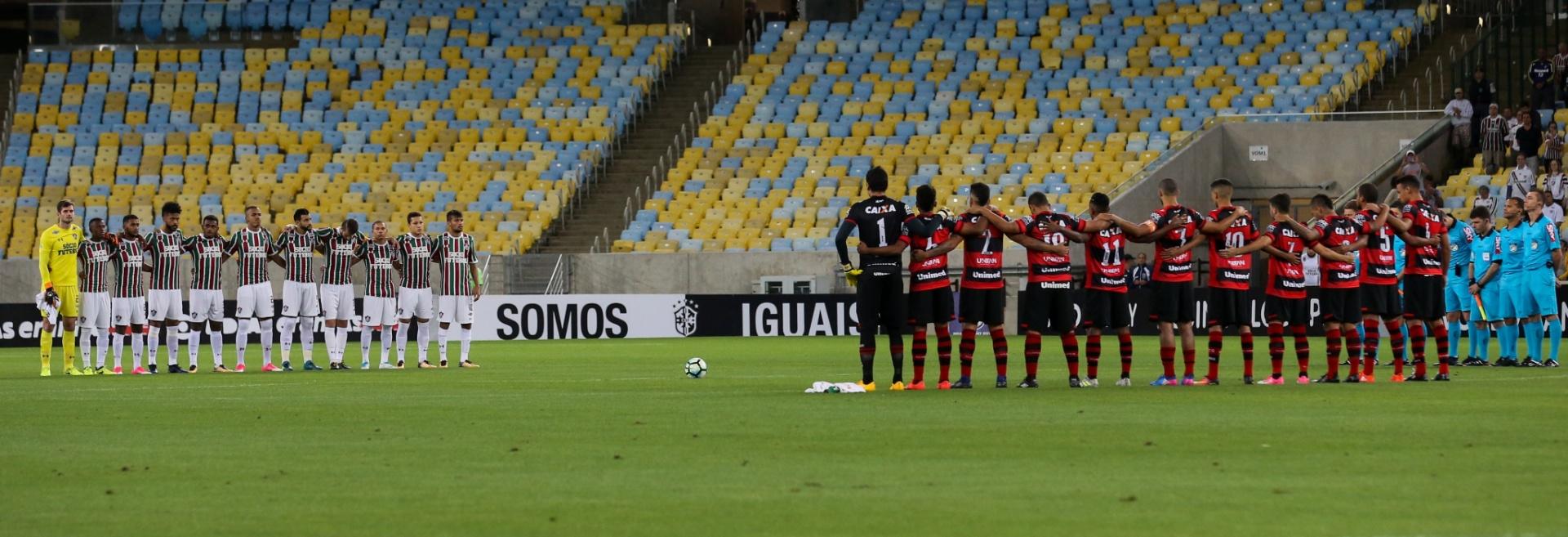 Jogadores de Fluminense e Atlético-GO prestam homenagem a João Paulo, filho de Abel Braga, antes de partida no Maracanã pelo Campeonato Brasileiro 2017