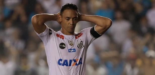 Aos 37 anos, Ricardo Oliveira tem contrato com o Santos até dezembro deste ano