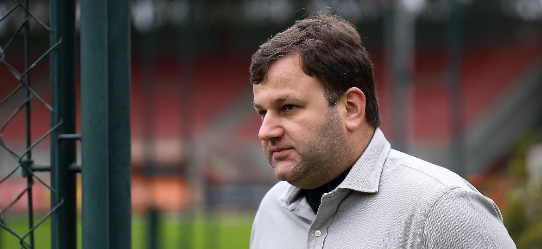 Vinicius Pinotti, diretor de futebol do São Paulo, durante um treino do clube no CT da Barra Funda - Marcello Zambrana/AGIF