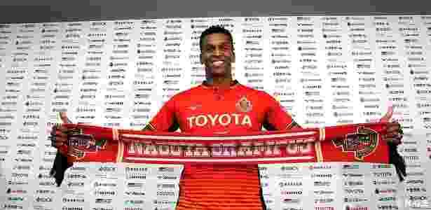 Jô foi apresentado ao Nagoya Grampus após deixar o Corinthians - Divulgação/Nagoya Grampus