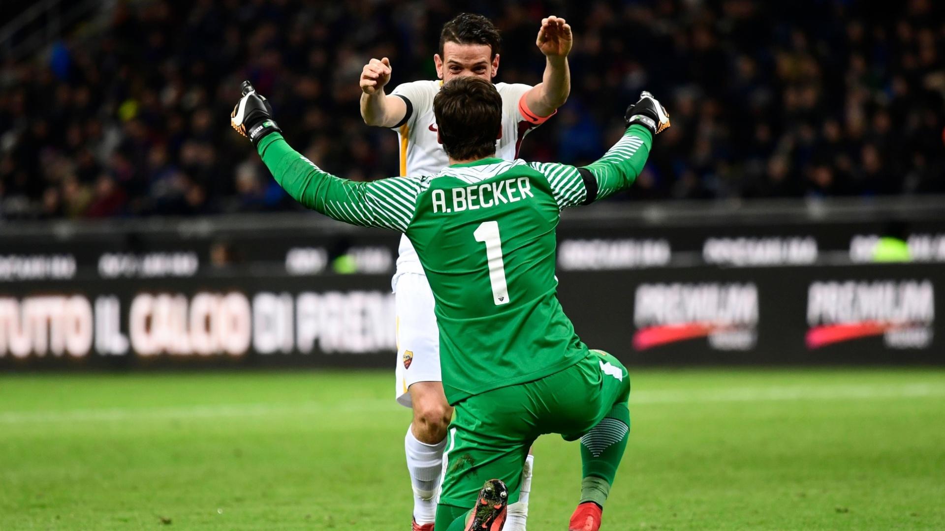 Alisson e Florenzi comemoram gol da Roma contra a Inter de Milão
