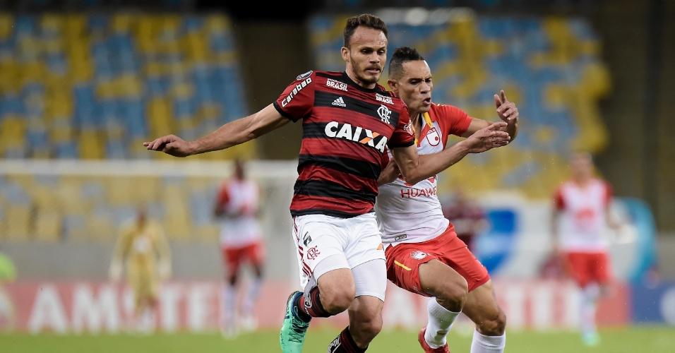 O lateral Renê em lance da partida entre Flamengo e Independiente Santa Fé, pela Libertadores